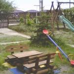 Podwórko, plac zabaw dla dzieci.